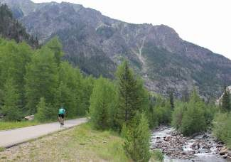 The Vail Pass recpath drops 1,500 feet passing through Copper Mountain Resort on the way to Frisco. It's a 14.2-mile ride from top to bottom. Between Copper and Frisco the path separates slightly from I-70 along Ten Mile Creek.