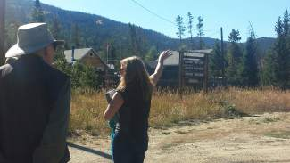 Guide Jana Miller talks to guests at the beginning of the Bill's Ranch tour.