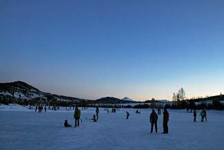 Join the town of Silverthorne for an evening on the ice Sunday, Jan. 19. Break out the skates and come by North Pond Park for an after-hours twilight skate. After having fun on the ice, warm up with a bowl of chili and a moon pie for dessert. Head lamps or flashlights are recommended. No skates, no problem — warm snow boots will work! This is a free event. Visit www.silverthorne.org for more information.