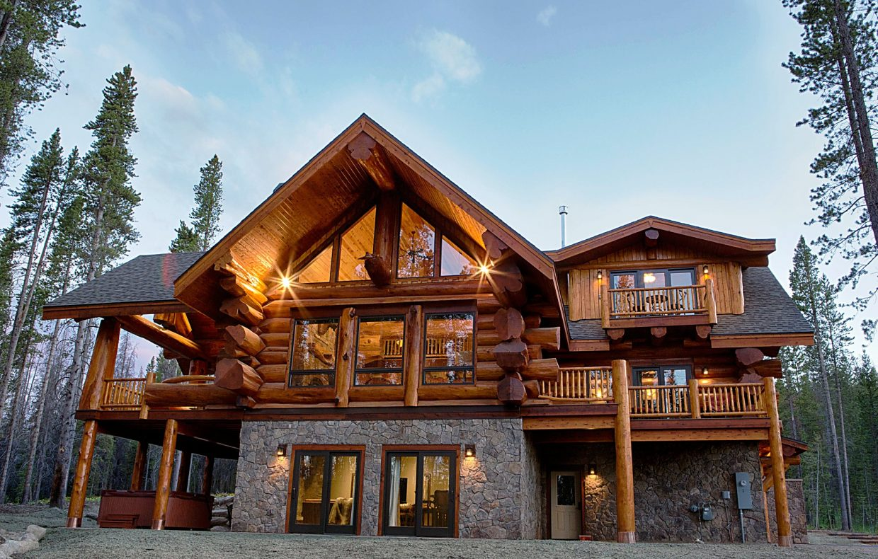 Log cabin allure from cabin to mansion for Log cabins homes