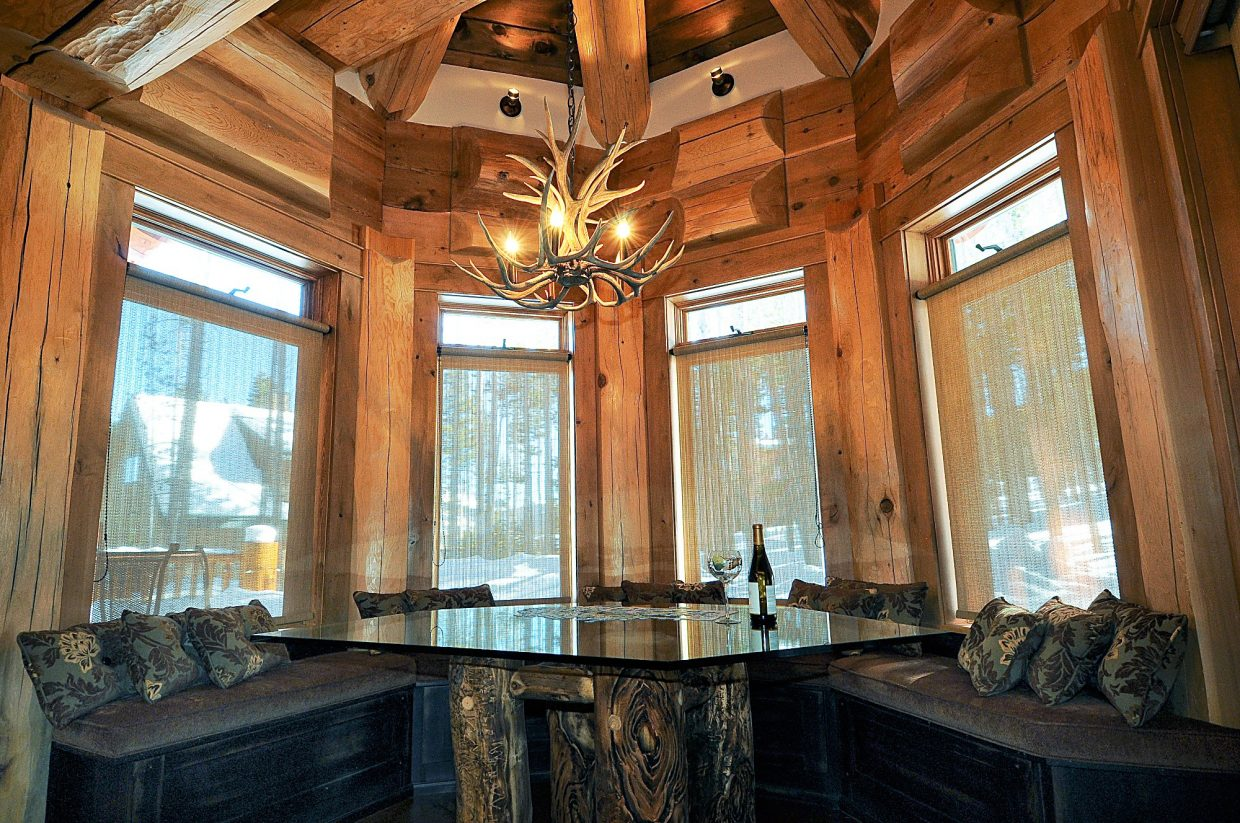 Log cabin allure from cabin to mansion Log homes interiors