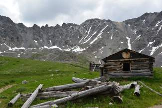 Local Hiking Trails Summit: The magnificent amphitheater of Mayflower Gulch