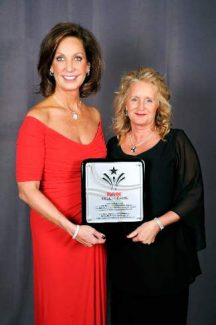 Left, Re/Max CEO Margaret Kelly presents Laurie Williams of Re/Max Properties of the Summit with the Re/Max Hall of Fame Award.