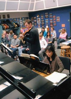 Summit Daily/Mark FoxRieko Aizawa (on piano) and Jesse Mills, artistic directors of the Alpenglow Chamber Music Festival, conducted a a workshop at Summit High School with Dr. Linda Shea's music theory class last February. The two musicians return to the high school for another workshop today.