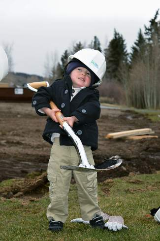 Lincoln hams it up for photographers during the ceremonial shovel in the ground.