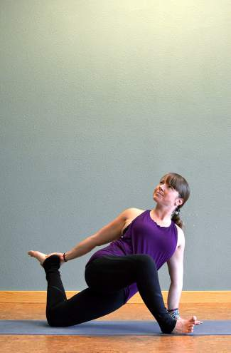 Lizard pose with quad stretch, demonstrated by former pro snowboarder Leslie Glenn.