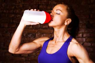 Pre-workout drink mix supplements can boost your energy during an intense workout with a combination of vitamins, minerals and caffeine. But is a pre-workout regimen the best for you?