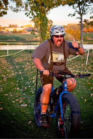 A man in costume is enjoying his race during a local cyclocross race.