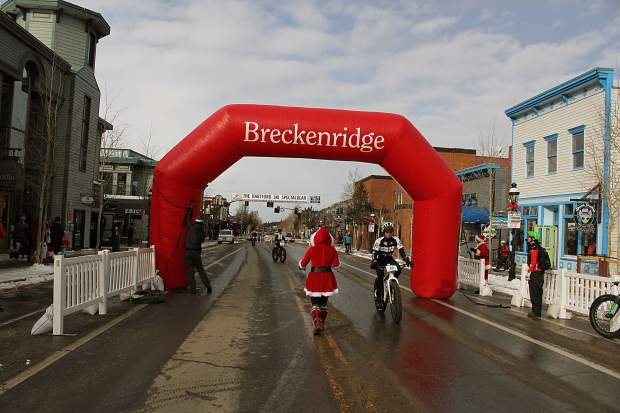 The town of Breckenridge prepped for the fat bike race and Race of the Santas by inflating the starting line.