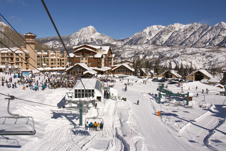 7 year old girl falls from chairlift at colorado ski for Ski cabins in colorado