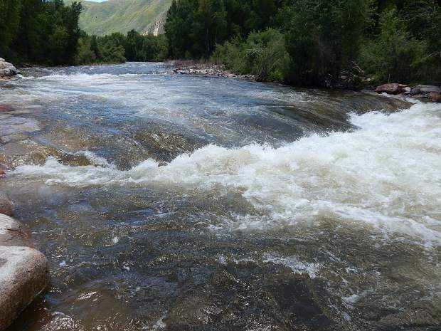 New whitewater park in Basalt makes waves with river runners
