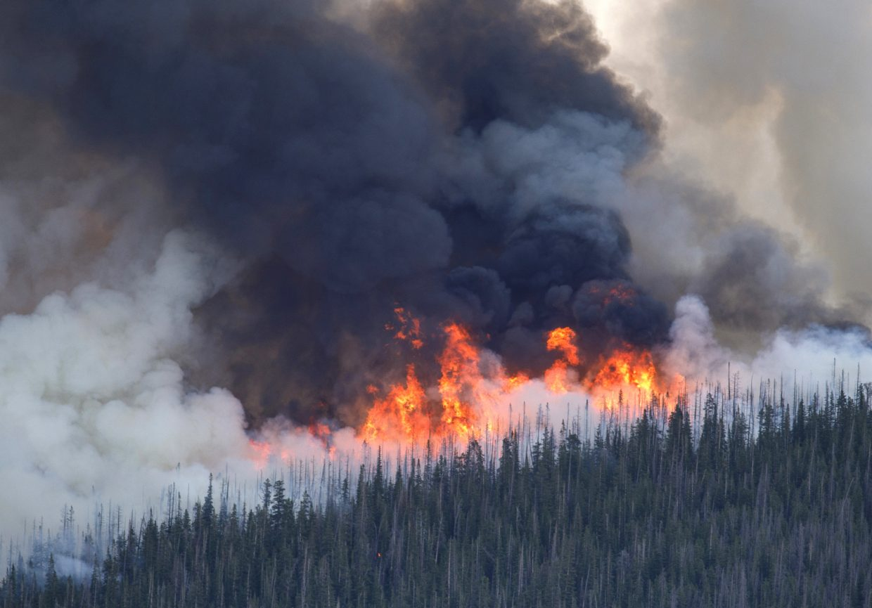 The Sugarloaf Fire grows in the Williams Fork Range Thursday afternoon, June 28, 2018 near Silverthorne, Colo. The fire, started by lightning in the previous night, reached 200 acres as of 5:20 p.m. Thursday, and 900 acres by 9:30 p.m.