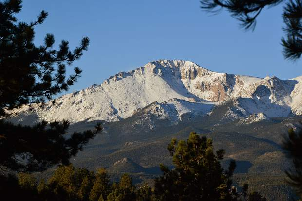 pikes peak exceeds more than 500k roadway visitors summitdaily com