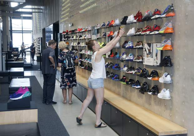 Los Alpes Prever felicidad  Nike's plan for better-fitting kicks: Show us your feet | SummitDaily.com